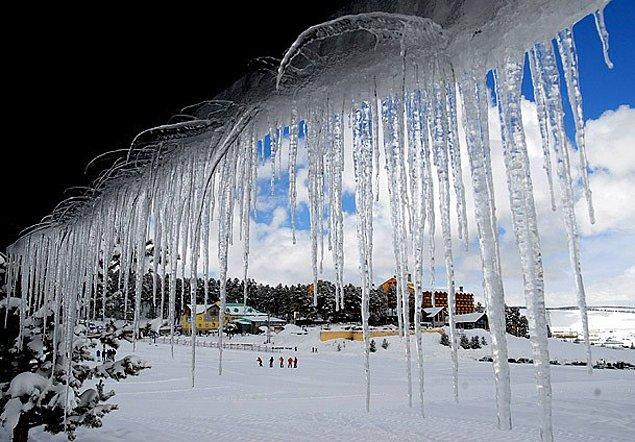 2. Kışın evlerden sarkan buz sarkıtlarını bir değnek aracılığıyla düşürmek.