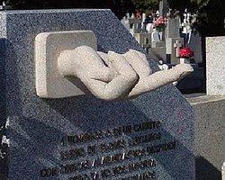 Kızgın Babadan Çocuklarına 'Manidar Mezar'