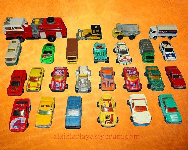 Oyuncak arabalar..