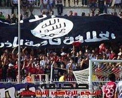 Tribünde IŞİD Bayrağı Açtılar!