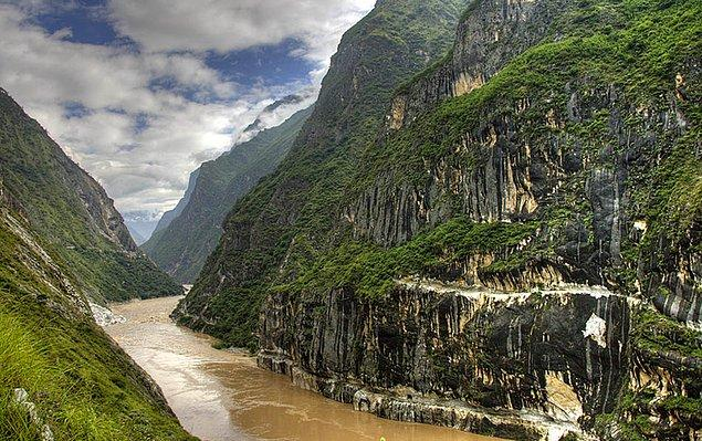 13. Tiger Leaping Gorge, Çin