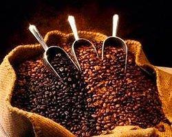 """Kardiyoloji Uzmanı Doç. Dr. Alp Burak Çatakoğlu """"özellikle günde bir fincan Türk kahvesi, içindeki antioksidanlar sebebiyle kalp sağlığına iyi geliyor."""" dedi."""