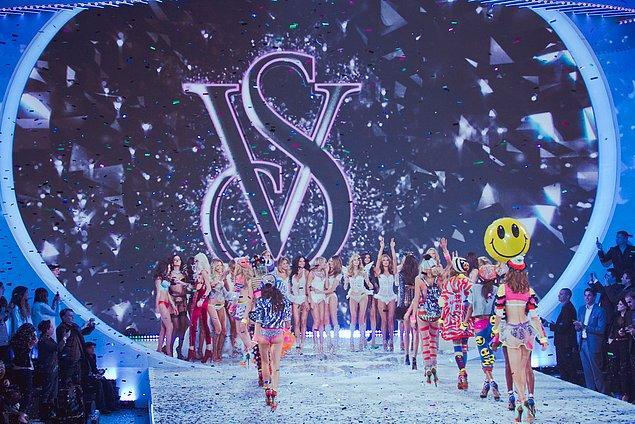 3. Victoria's Secret'daki bütün modellerin melek olduğunu iddia ederler.