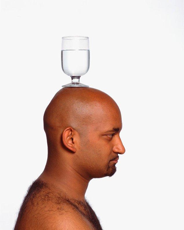 11. Uyanır uyanmaz bir bardak su için, bunun oldukça yardımı olacaktır.