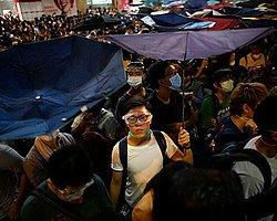 Hong Kong'da 9 Bin Kişi Yeniden Sokaklarda