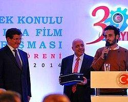 Arınç'tan Ödüllü Yönetmene: 'Film Uzun, Sigara ve Küfür Sahnelerini Sil At'