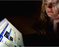 Sanal Ortamda Her Dört Kadından Biri Cinsel Tacize Uğruyor