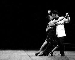 Tango Festivaline Zina Karalaması