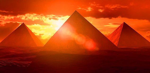 1. Piramit, kimin adına yapıldıysa, onun bulunduğu odaya,  doğduğu ve tahta çıktığı günler olmak üzere yılda sadece 2 kez güneş girmektedir.