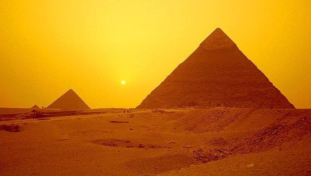 5. Çöp bidonu içindeki yemek artıkları, hiç koku vermeden Piramit içinde mumyalaşır.