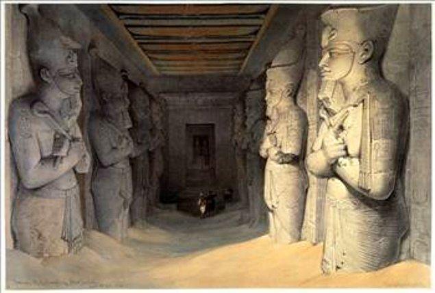 7. Piramitlerin bazı odalarının içinde ne olduğu hakkında bir bilgi yoktur; araştırmacıların çoğu, ya içinde kayboldular ya da aynı yerde birkaç tur attılar, fakat içlerini göremediler.