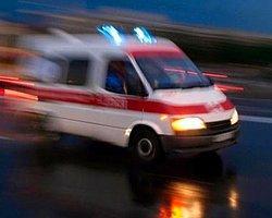 Yolcu Otobüsü Kamyonetle Çarpıştı: 12 Yaralı