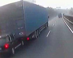 Kazaya Rağmen Yoluna Devam Eden Tır Şoförü
