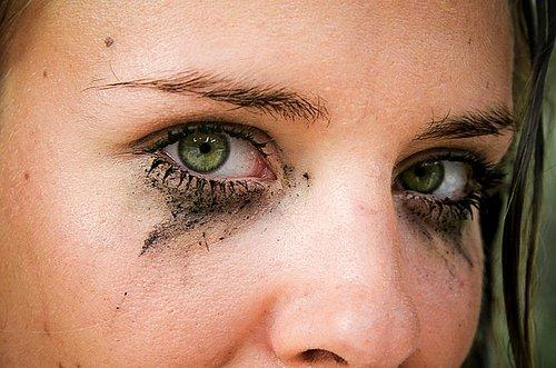 Her Kadının En Az Bir Kere Yaşadığı 10 Maskara Faciası ... Raccoon Eyes Makeup Crying