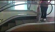 Yürüyen Merdiveni Koşu Bandı Olarak Kullanan Bebek