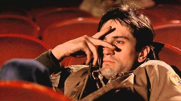 """22. """"Yalnızlık beni tüm hayatım boyunca izledi, her yerde. Barlarda, arabalarda, kaldırımlarda, dükkânlarda, her yerde. Kaçış yok. Ben Tanrı'nın yalnız adamıyım."""""""