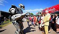 Robot Kostümüyle Şehirde Dolaşmak