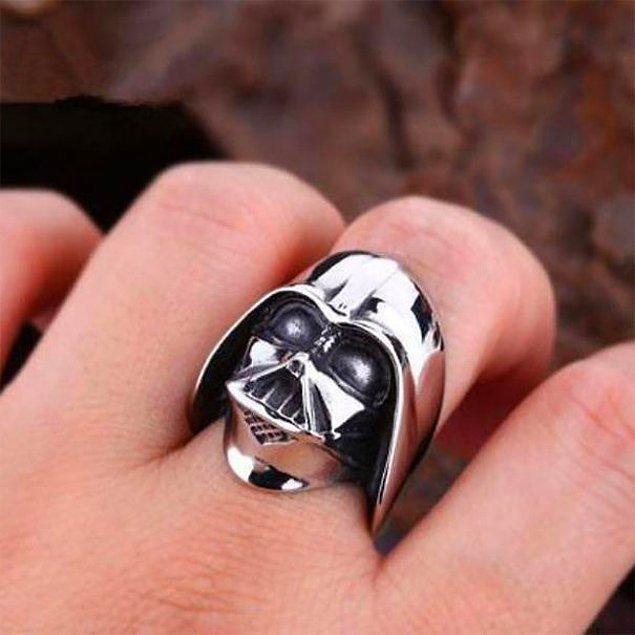 21. Olmazsa olmaz Darth Vader yüzüğü