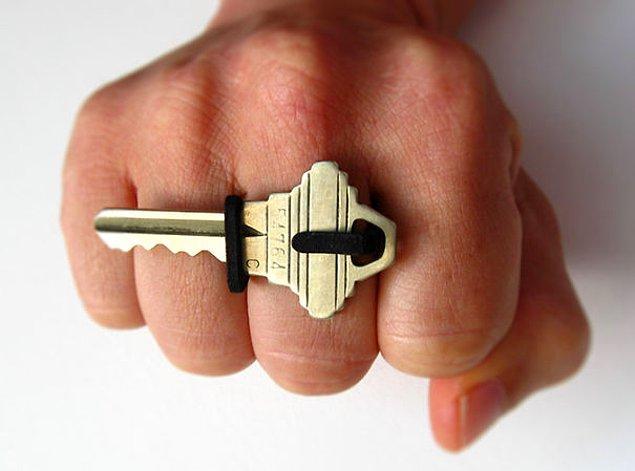 47. Yüzük olduğu kadar anahtarınızı da tutar, kaybolmasını önler