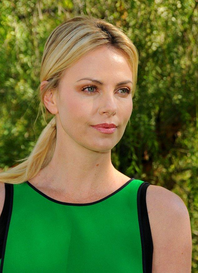 8. Charlize Theron - Cani / Monster (2003)