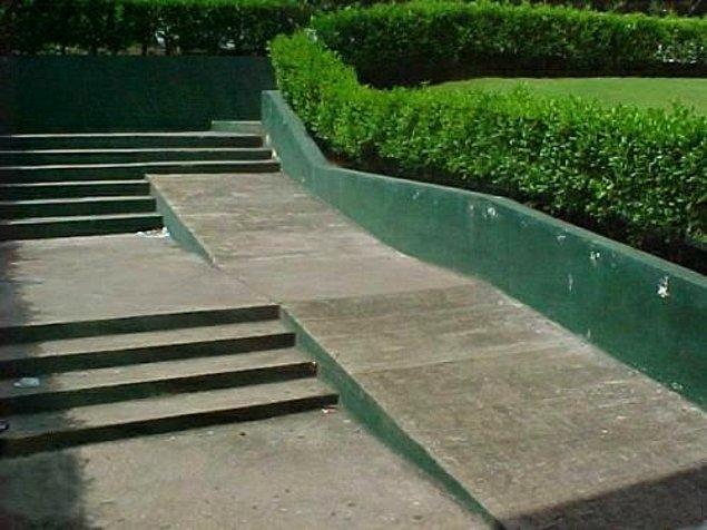 2. Tekerlekli sandalyeler zaten basamaklardan yukarı çıkmak için üretilmedi mi?