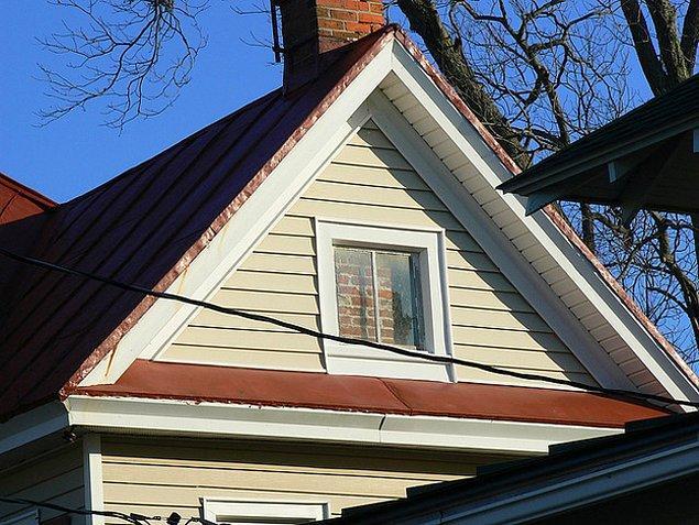 5. Çatı katında pencereye ne gerek var? Önünden baca geçirirsin olur biter..