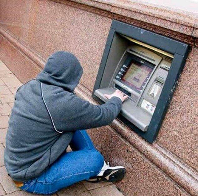 15. Shire'da Hobbitlere ait bir banka...