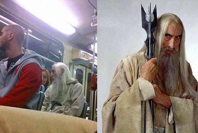6. Bağcılar metro çıkışında görülen Saruman
