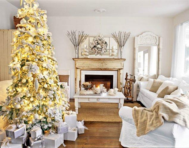 6. Beyaz renk, küçük evi olanlar için ağaçta da doğru seçim. Aynı zamanda saflığı ve ferah ortamı sevenler için de.