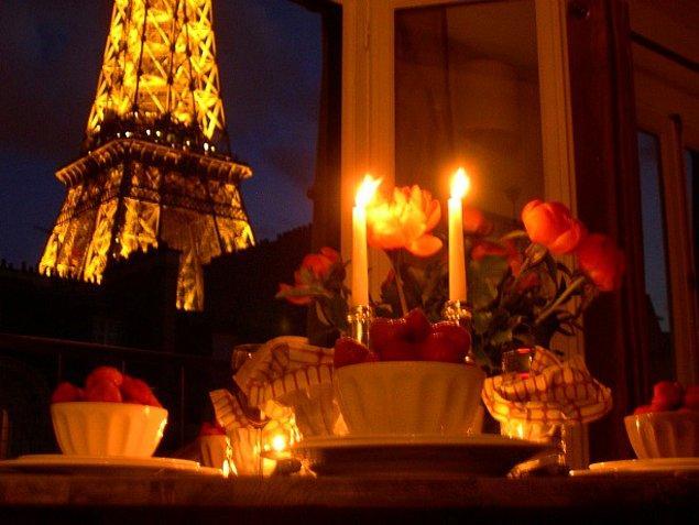 Paris'te romantik bir akşam yemeği hediye et!