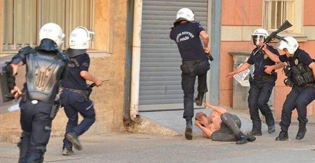 12. Polisin aslında şiddet uygulamadığını, bizleri korumaya çalıştığını yanınıza polis arkadaşları da alarak anlatın.