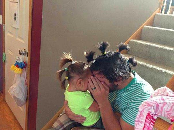 Отец следует имиджу своей дочери.
