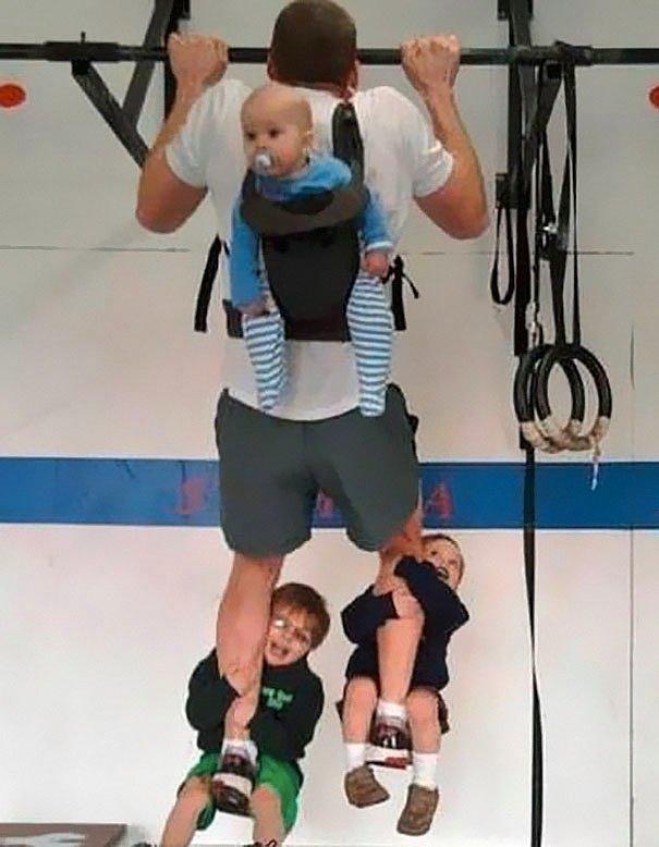 Если у вас трое детей - не нужны тяжести для спорта.