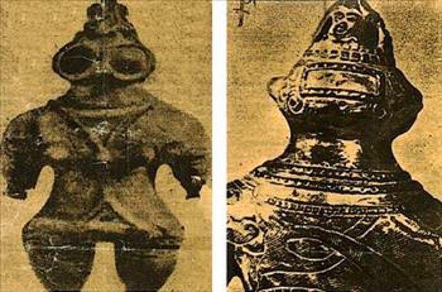 2. Tarih öncesine ait küçük Japon heykelcikleri