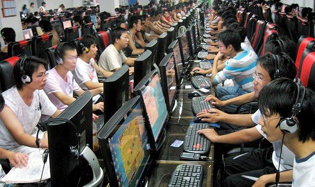 5. Bilgisayarların ekipmanları genelde bozuk olduğundan kendi aralarında rotasyon halindedir.