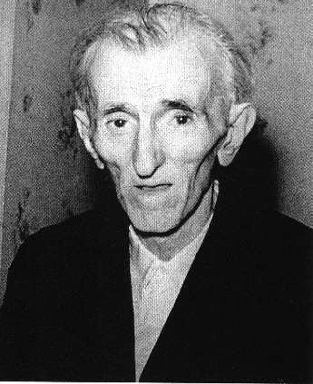 19. Modern dünyayı icat eden insan, milyarder olabilecekken neredeyse meteliksiz bir şekilde  86 yaşında 7 Ocak 1943'te New Yorker otelinde ölü bulundu.
