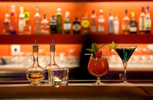 8- İngiltere'de içki ruhsatı bulunan pub, bar gibi yerlerde sarhoş olmak yasak.
