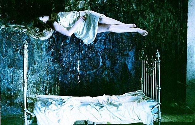 7. 1975'te çektiği Ayna, yine pek çok resmi otorite tarafından yasaklanması gereken bir film olarak görüldü.
