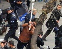 Bildiri Dağıtanlara Polisten Sopalı Müdahale!