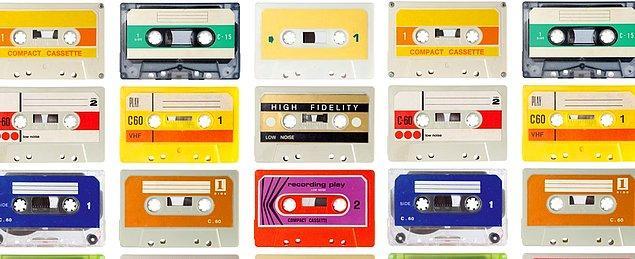 6. Sevdiceğe söylemek isteyip de söyleyemediğimiz herşey için: Müzik (mümkünse karışık kasette)
