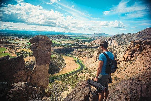 7. ''Oregon sadece karla kaplı dağlardan ve çamlardan oluşmuyordu. İşte tırmandığımız bölge Smith Rock.''