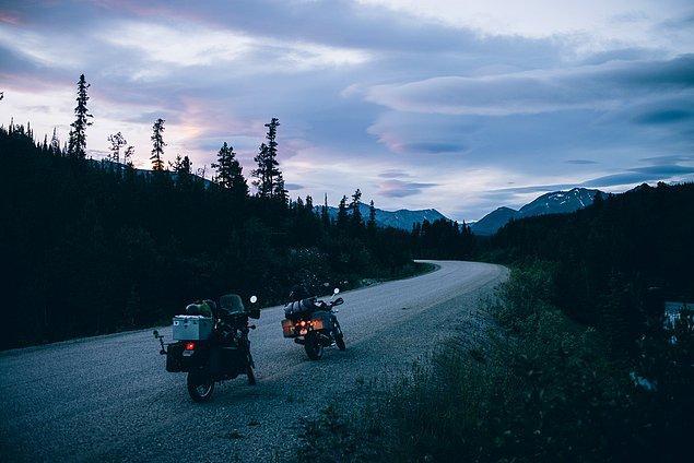 29. ''Kuzeydeki ormanlarda aydınlığın azaldığı ve uzun gün batımları olan, tundradan önceki son ormanlık alan. Oldukça fazla sivrisinek yüzünden tam fotoğrafını çekemedik.''