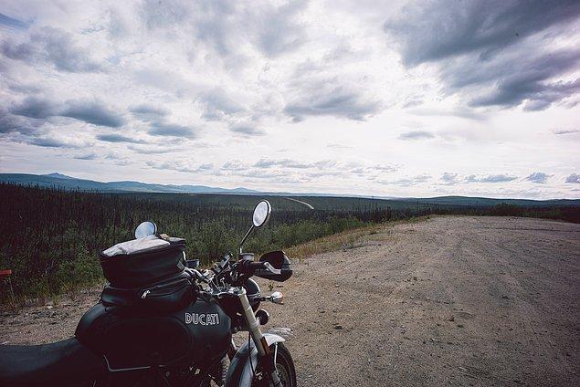 45. ''Ama aşağıda kaçınılmaz güzelliği ve genişliği olan bir Alaska manzarası var. Sizi gerçekten ufak hissettiriyor.''