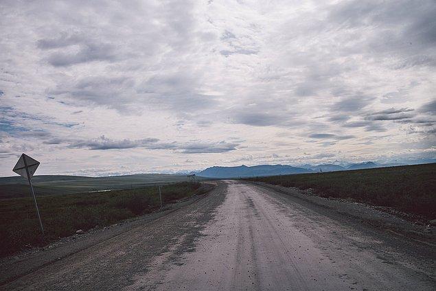 62. ''Üzerimizde ki bir yağmur fırtınası, araziyi apokaliptik hale dönüştürdü.''