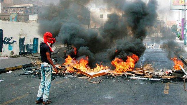 7. Yemen'de Cumhurbaşkanlığı Sarayı Kuşatıldı