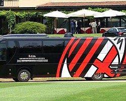 Milan Takım Otobüsünü de Sattı