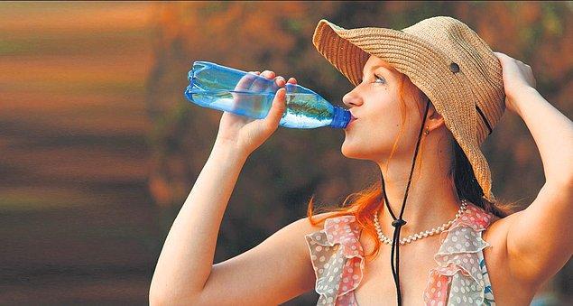 9. Su İçerken Kafanın Elle Desteklenmesi