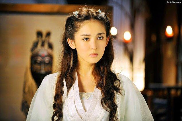 12. Uygur kadınları da süslerine düşkündürler ve kendilerine has bir moda yaratmayı bilirler.