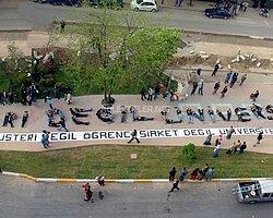 Üniversitelilerin yıllardır mücadele ederek kazandığı birinci öğretimlerde harçların kaldırılması, Tayyip Erdoğan'ın Cumhurbaşkanlığı koltuğuna oturmasıyla değişiyor. YÖK'ün geçirdiği bir yasa ile harçlar 5 bin TL'ye kadar çıkabilecek. Peki üniversiteliler bu hakkı nasıl kazanmıştı?