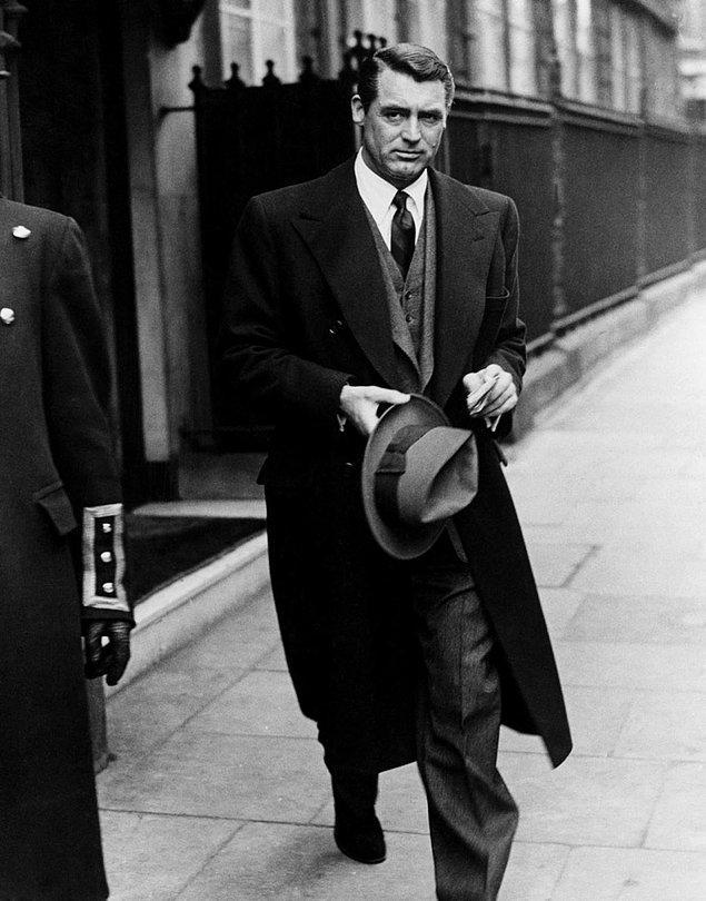 3. Eski kafa tarzın simgesi haline gelmiş Cary Grant'ın 1950'lerden bir fotoğrafı.